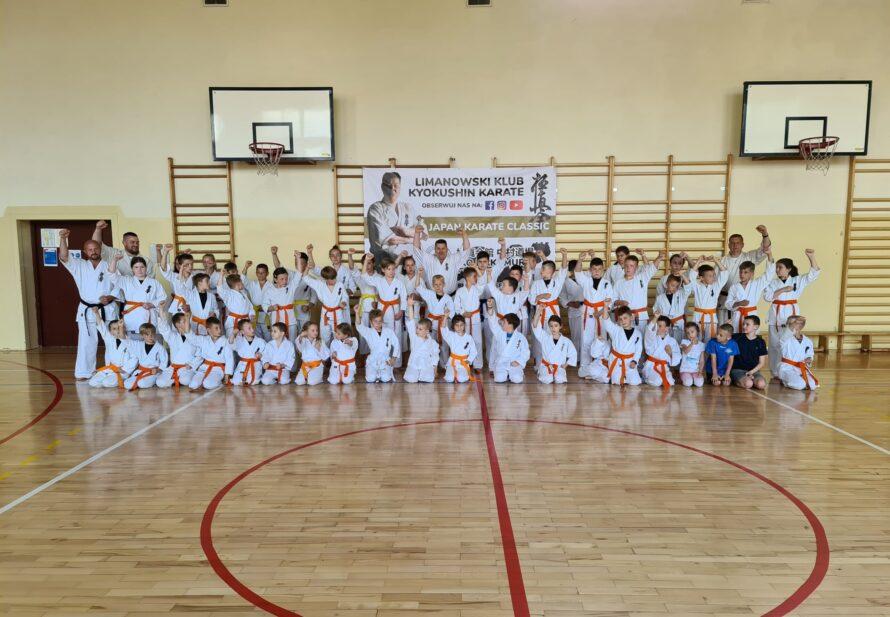 Letni egzamin na stopnie szkoleniowe kyu w dojo Limanowa